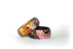 ALì, COD LML BR 09 bracciali duo decorati a mano con rilievi in piombo oro, sabbia e applicazione vari strass lilla. Dettagli in oro a pigmenti e oro ducato.REPLICABILE E PERSONALIZZABILE