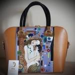 Borsa dipinta a mano, MATERNITA', Klimt, con colori intensi per una borsa di qualità dal valore artigianale unico. Se vuoi ricevere un prodotto personalizzato, scrivici pure a dg.hanul@gmail.com