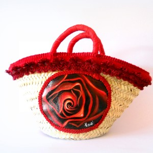 Borsa in paglia decorata a mano rosa rossa