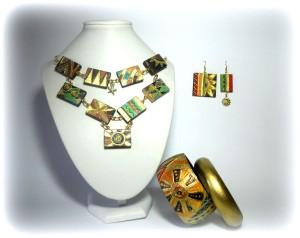 """COORD  """" SABBIA DEL DESERTO"""", composto da collana modulare, orecchini asimmetrici, doppio bangle oro e decorato.REPLICABILE NEI LIMITI DELL'HAND MADE E"""
