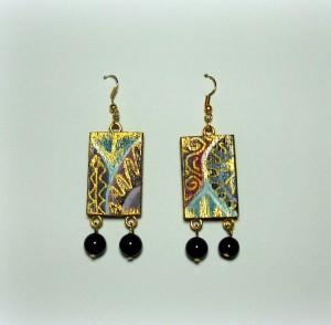PERLE NERE, COD. LML OR 03 orecchini rettangolo in legno con perle nere come terminali. Dettagli in rilievo oro. Muniteria oro senza nichel.REPLICABILI