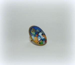 LEILA, COD LML AN 01 anello dipinto a mano su caboshon in resina e base in ottone di altissima qualità laccato oro e regolabile.REPLICABILE E PERSONALIZZABILE