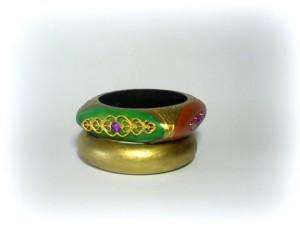 Duo bangle MUNA, COD. LML BR04  uno completamente oro e l'altro squadrato dipinto con colori in pedand con la collana e filigrane oro applicate sulle quattro facciate del braciale.REPLICABILE E PERSONALIZZABILE