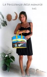 PERSISTENZA DEL TEMPO di Salvador Dalì su borsa dipinta gialla in pelle