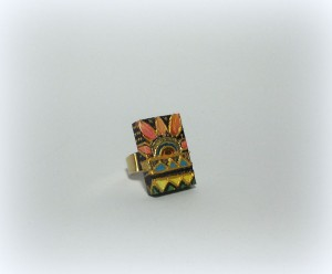 SABBIA DEL DESERTO, COD LML REPLICABILE E PERSONALIZZABILE AN 02 anello decorato in rilievo con dettagli in oro.