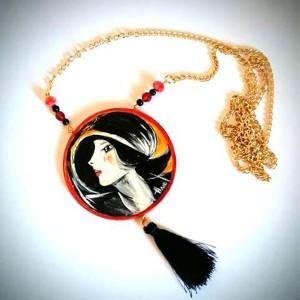 collana in legno dipinta a mano ritratto di susi Boldini
