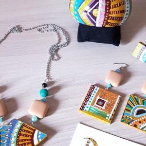 KIT completo di collana, bracciale, orecchini e un anello, tutto in legno dipinto a mano. Parti in minuteria Nichel free.