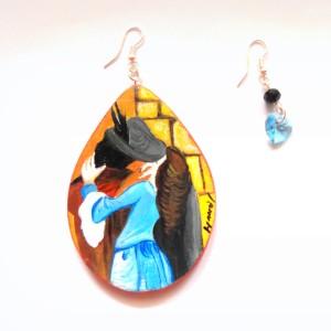 orecchini in legno dipinti a mano il bacio hayez