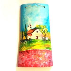 tegola dipinta a mano CASA RURALE immersa in un campo di fiori rosa con chiesetta sul retro